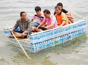 plasticbottleboat DIY help for people in Thailand floods