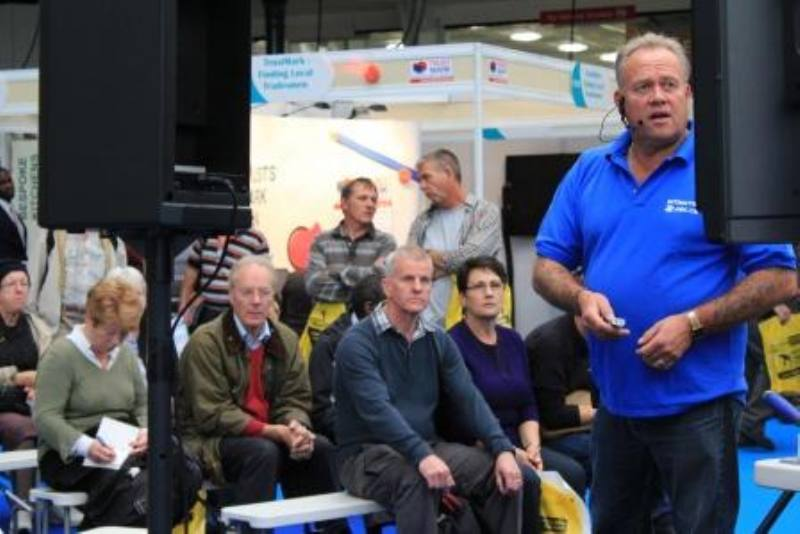 Mike presenting olympia2 800x5341 Crowds flock to find out how to plaster