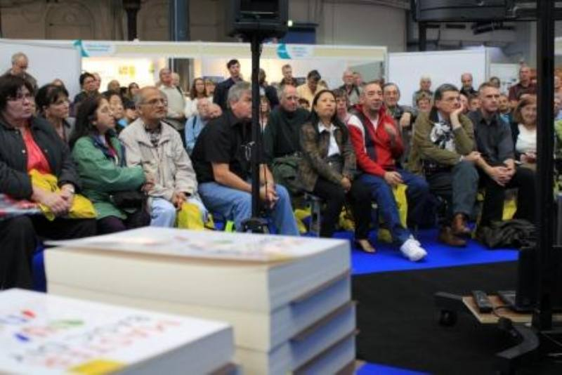 Mike presenting olympia3 800x534 Crowds flock to find out how to plaster