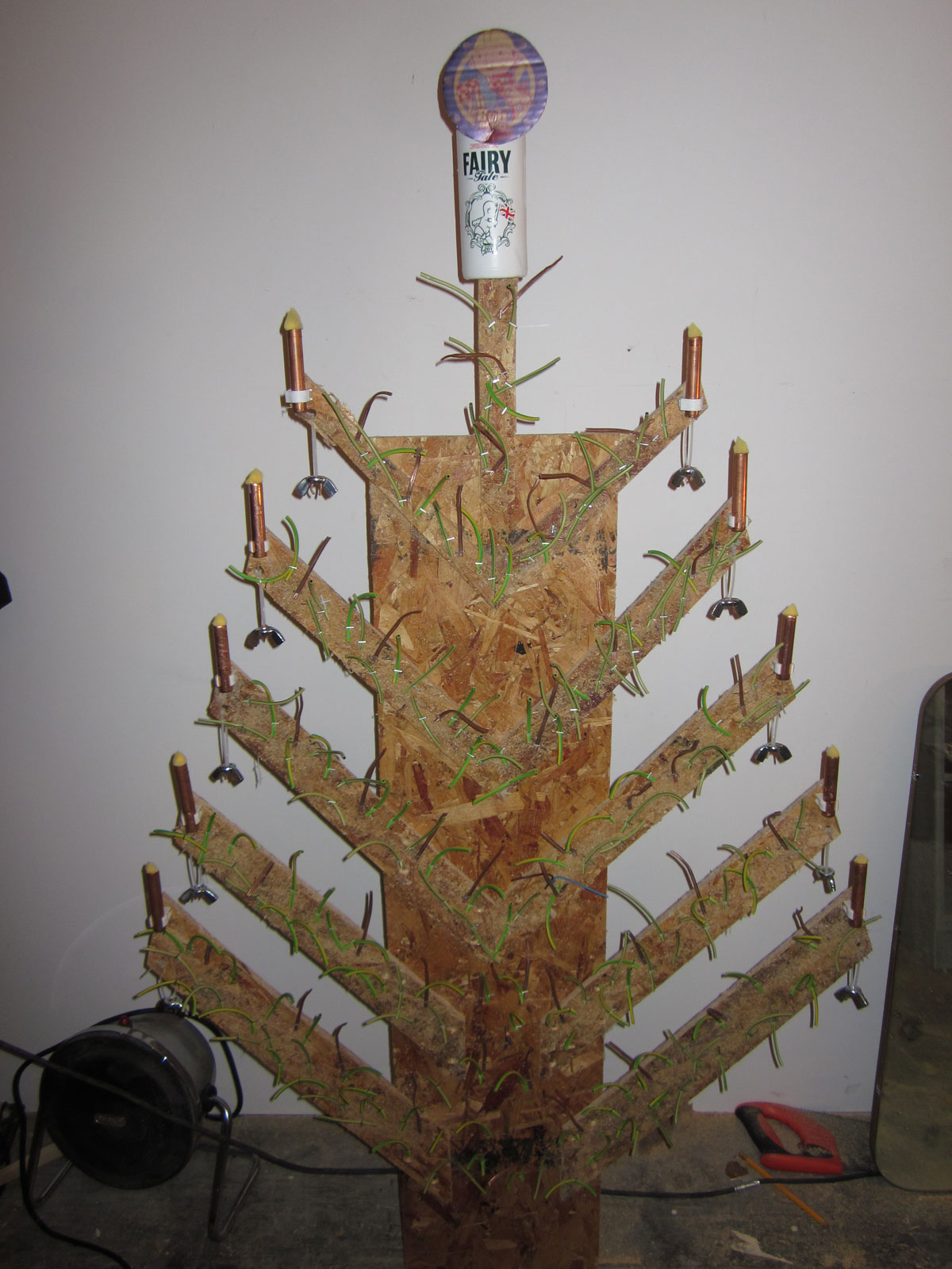 DIY Doctor makes a cheap christmas tree form old offcuts