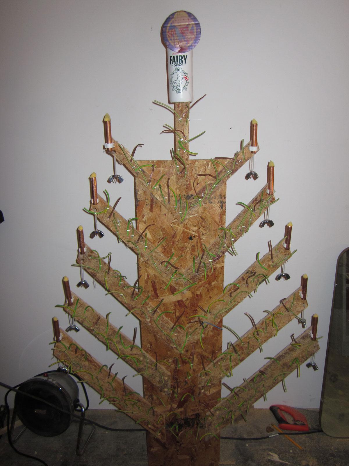 Christmas Tree DIY web2 Budget Diy Christmas Tree