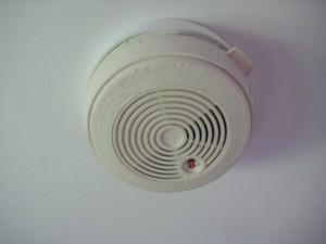 Mains powered smoke alarm