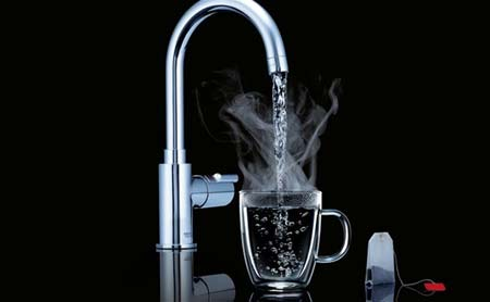 Boiling water tap