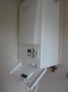 Wall mounted combi boiler