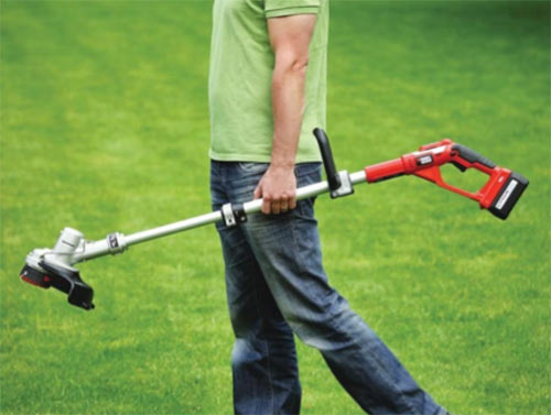 Light battery powered strimmer