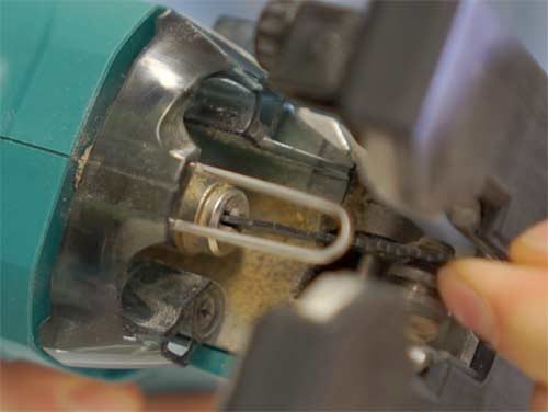 Blade lock system on a Makita jigsaw