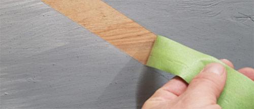 Óvatosan távolítsa el a festők szalagját