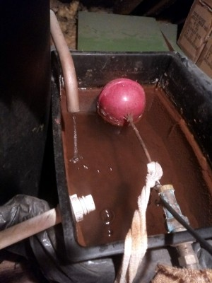 hot water expansion tank and overflow little.jpg