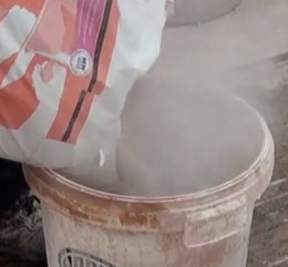 Mixing skim plaster with EXTRATIME