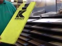 Laminate flooring using the Kneezy pad