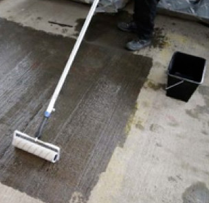 Sealing concrete floors with Rizistal Dustproofer