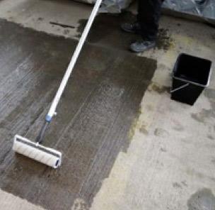 Sealing concrete floors with Rizistal Dustproofer
