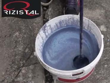 Mixing Flowfast Pourable Concrete from Rizistal
