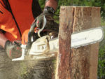 How to Use a Chainsaw Safely and What Protective Clothing You Should Wear