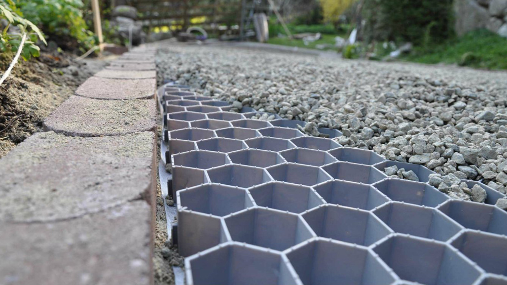 How to gravel a driveway and path laying a patio base and slabs how to gravel a driveway and path laying a patio base and slabs diy doctor solutioingenieria Images