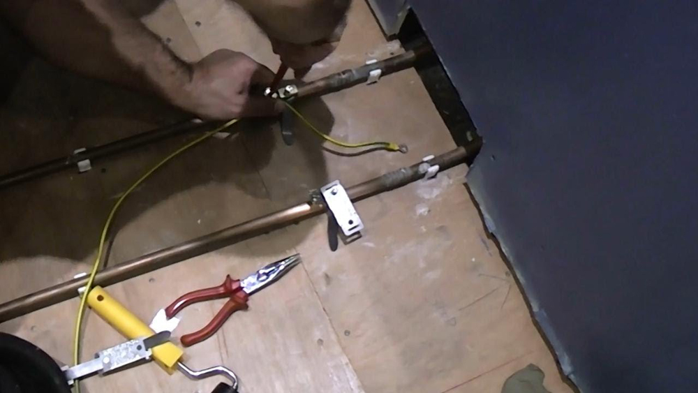 Bonding Earth Wires to Copper Pipes in The Bathroom | Earth Bonding