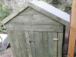 Chicken coop made fromold pallets