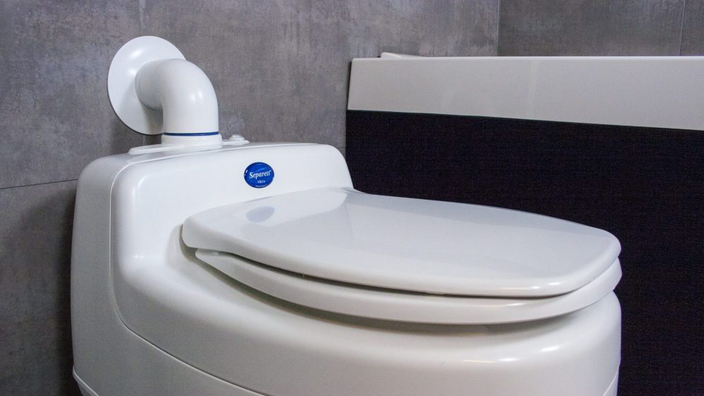 Composting Toilet – How do Compost Toilets Work and how you can Make one
