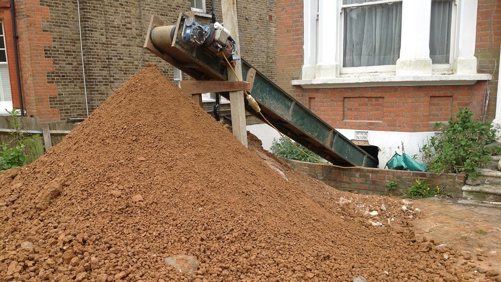 Digging a basement or building basement basement for Digging foundation for house