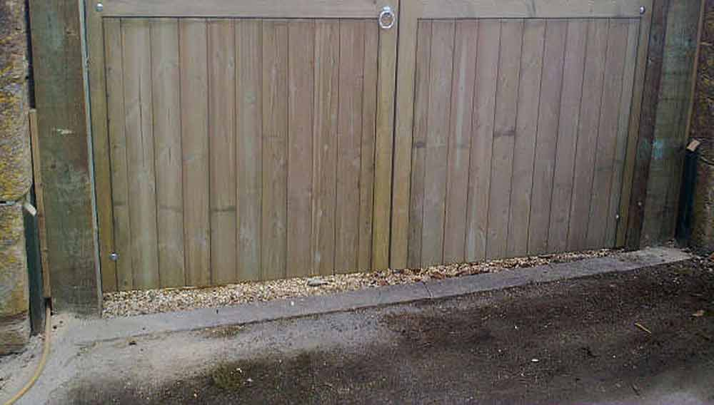 How To Make A Garden Gate In A Ledge And Brace Style Diy Doctor