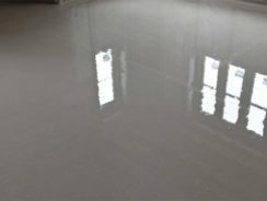 Liquid screed poured