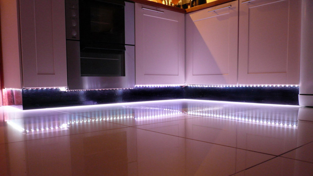 Plinth lighting lighting ideas for Kitchen units without plinths
