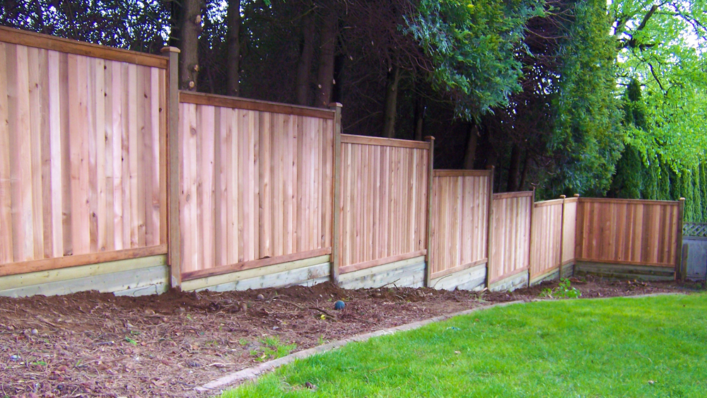 Installing Stepped Fencing Fencing On Slopes Diy Doctor
