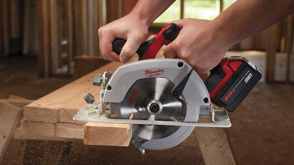 Using a circular saw how to use a circular saw safely using a using a circular saw how to use a circular saw safely using a skill saw diy doctor greentooth Choice Image