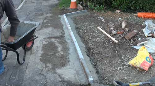 Gap at front of edging stones concreted over