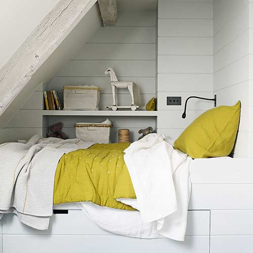 Set in alcove bed