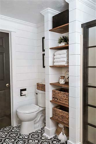 Alcove towel and linen storage area