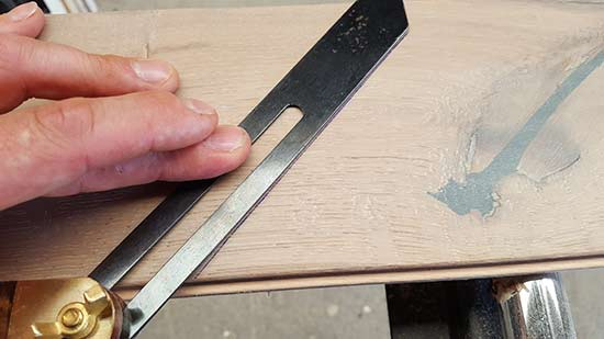 Using bevel to mark cutting line