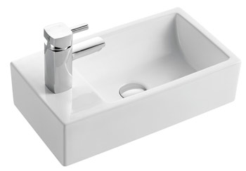Short projection sink for a small space