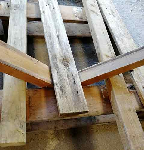 Levering off other pallet slats using 3x2 timbers