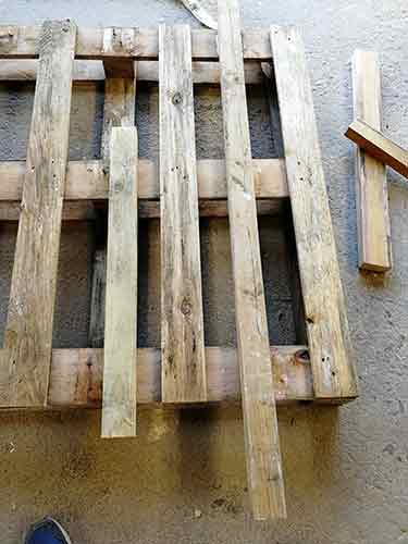 3x2 timbers placed either side of slat