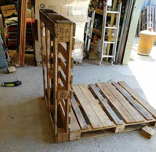 Supporting pallet using another pallet