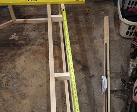 Strengthening chocks fixed between frames