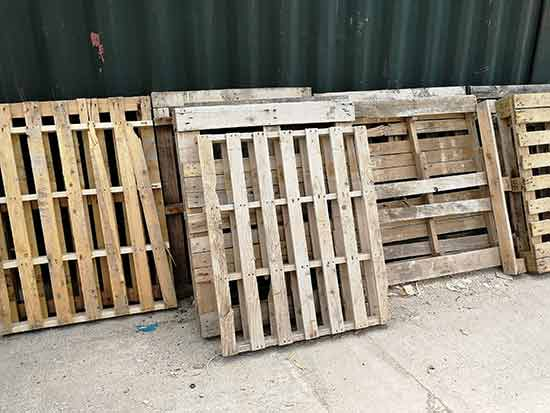 Old pallets are generally readily available