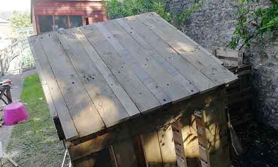 Fill pallet gaps in chicken coop roof