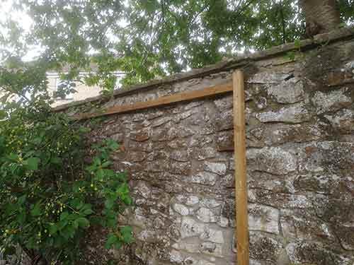 Remaining horizontal chicken run framework fixed to wall