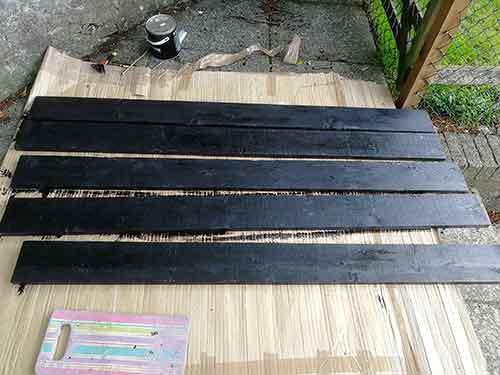 Bitumen painted gravel boards