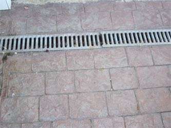 Patterned concrete drive with drain