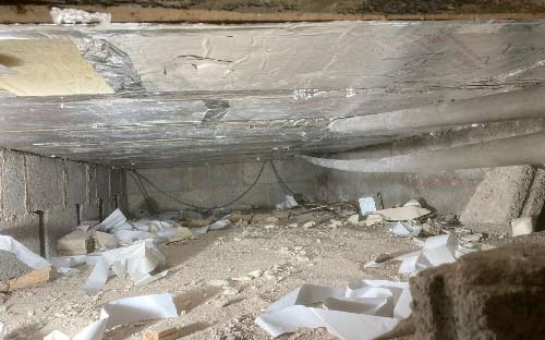 Crawl space under floating timber floor