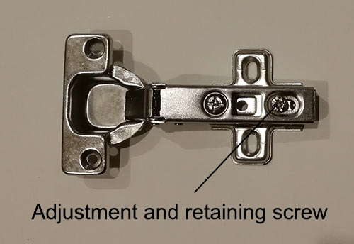 Retaining screw to hold hinge to mounting plate