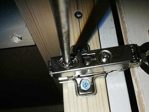 Hinge secured to mounting plate