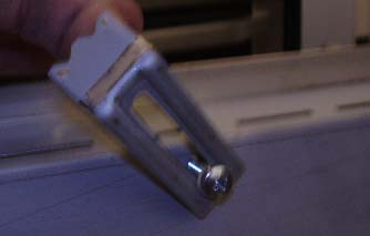 Sink clip to hold the Kitchen Sink in place