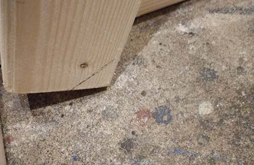 Top of worktop legs mitred to prevent binding on underside of worktop