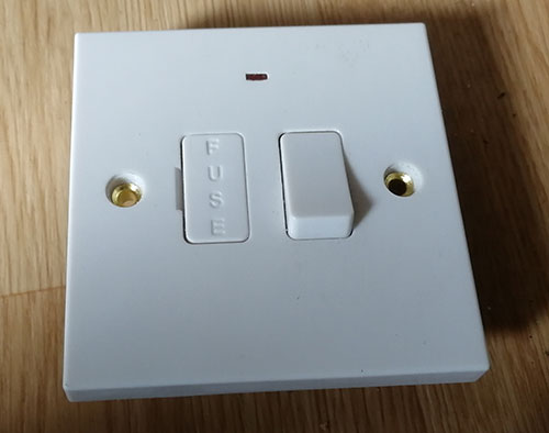 Standard 1 gang switched fused connection unit
