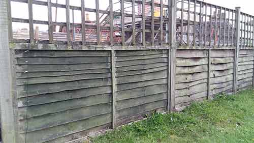 Run of fencing without gravel boards fitted