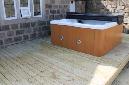 A hot tub positioned on decking